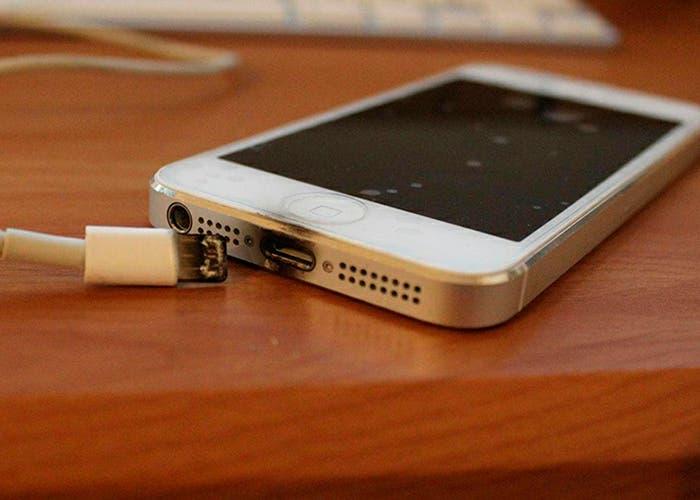 iPhone chamuscado por supuesto uso mientras cargaba