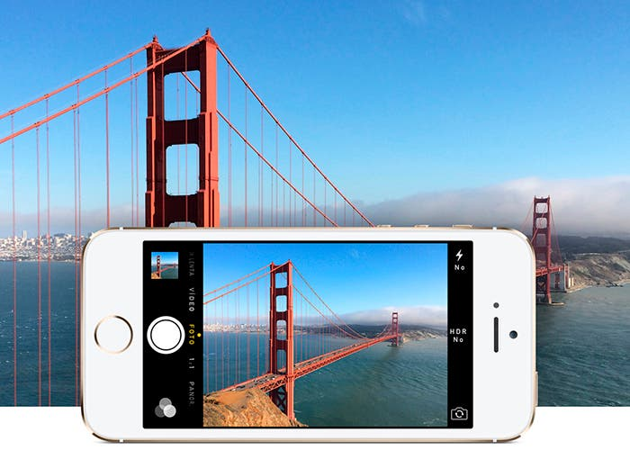 iPhone 5s realizando fotografía a un puente