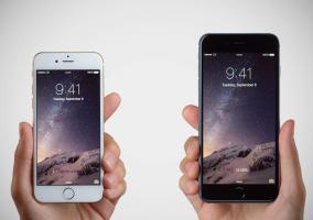 Manos sujetando el iPhone y iPhone 6 Plus
