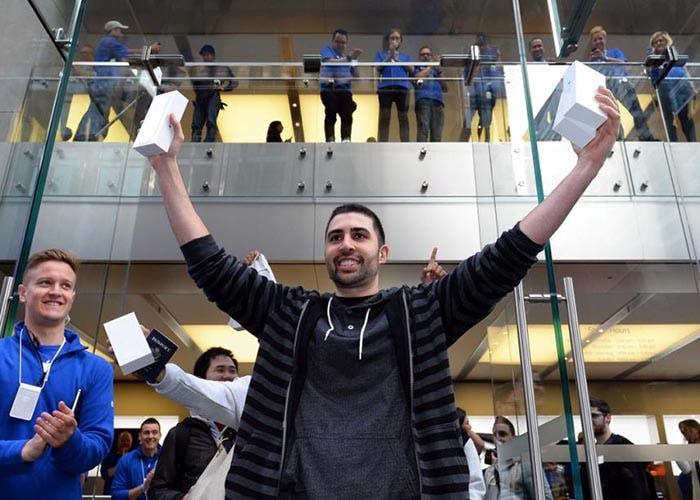 El primer comprador del iPhone 6