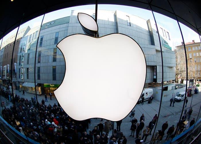 Símbolo de Apple en la fachada de un edificio