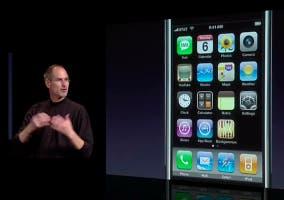 Steve Jobs presentando el iPhone en 2007
