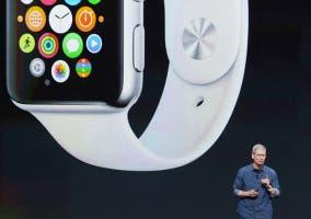 Tim Cook y el Apple Watch al fondo