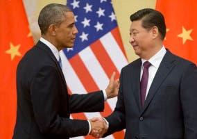 Obama da la mano a Xi Jinping