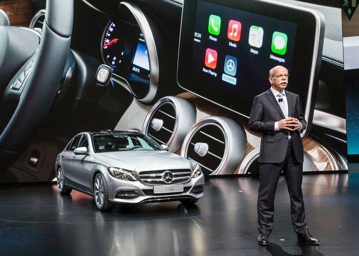 Al CEO(Director-Ejecutivo) de Mercedes no le preocupa el auto de Apple