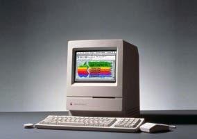 La web de Apple de 1993 en un Macintosh Classic II