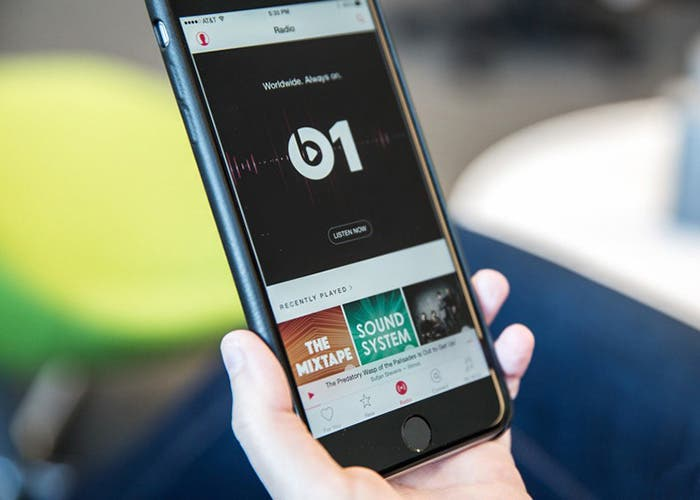 Apple Music, escuchando Beats 1