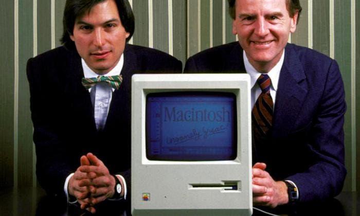 Steve Jobs y John Sculley con el Macintosh