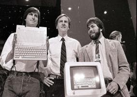 Steve Jobs, John Sculley y Steve Wozniak juntos