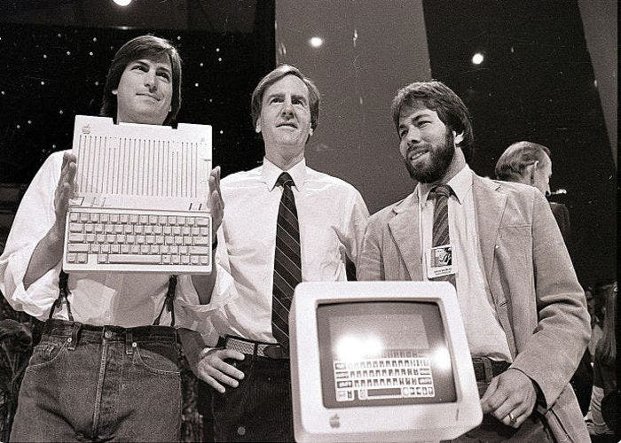 Steve Jobs, John Sculley y Steve Wozniak junto