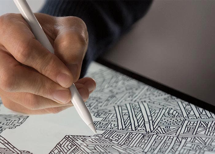 Usuario dibujando con el Apple Pencil