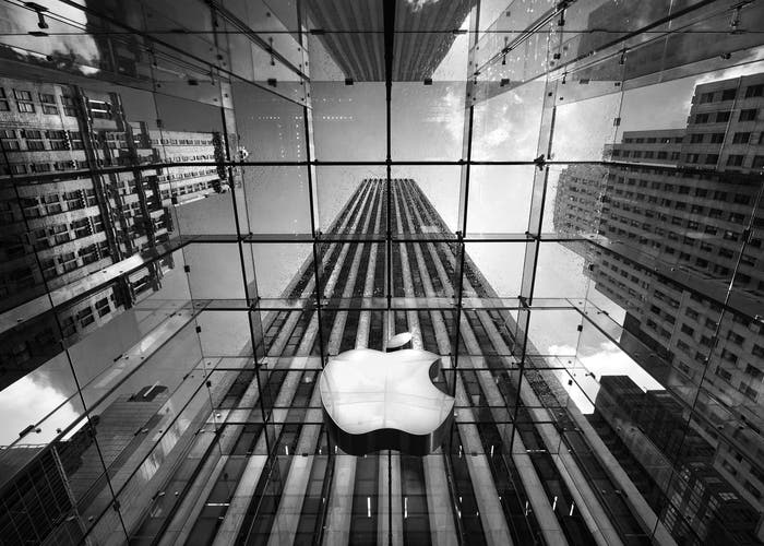 Lluvia sobre logo Apple