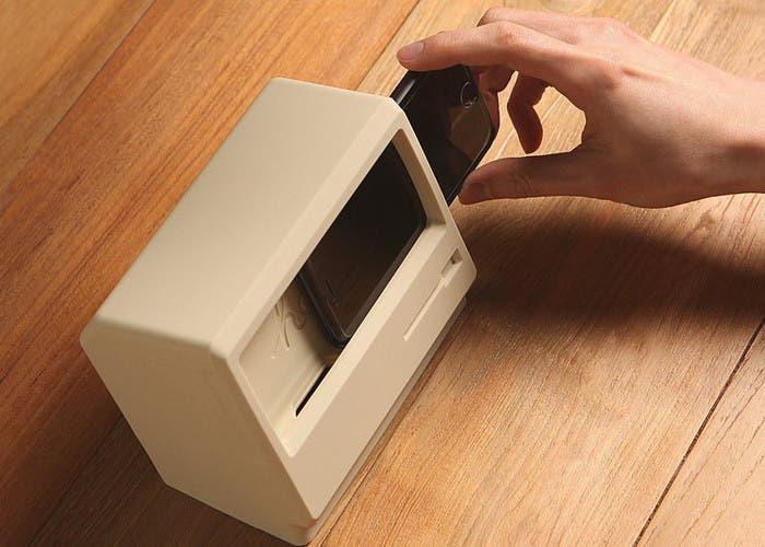 Soporte de carga para iPhone diseñado por Elago