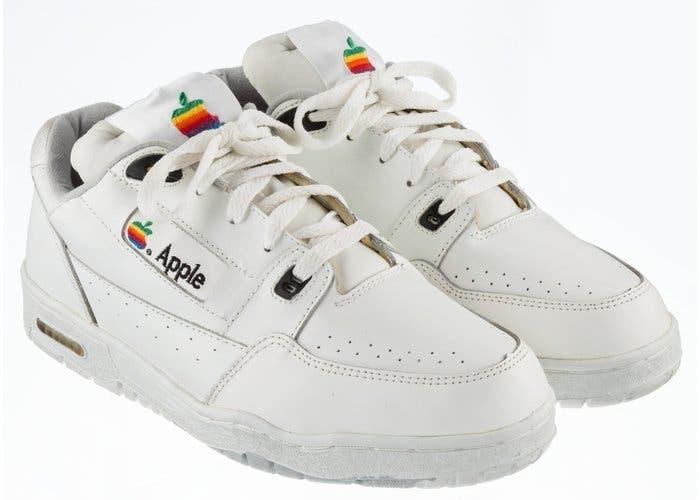 Unas zapatillas creadas por Apple se subastarna por 30 mil dolares en ebay