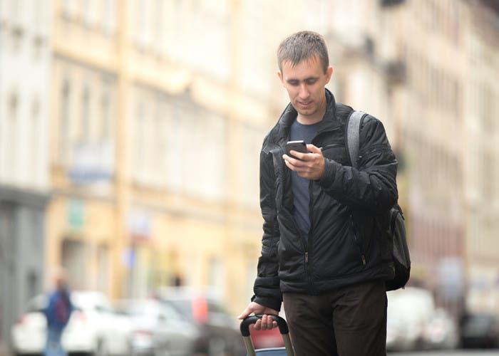 Hombre con móvil