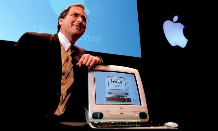Steve Jobs, junto al iMac G3