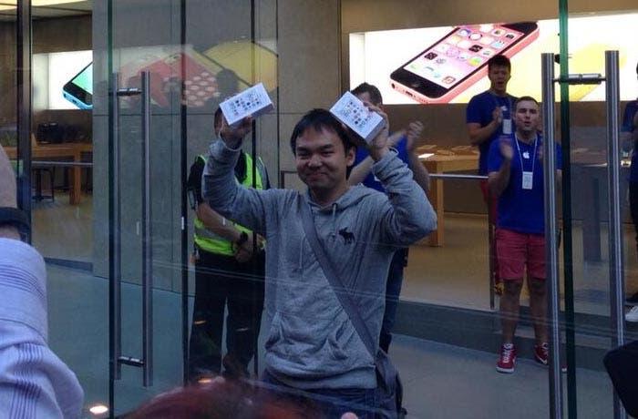El primer comprador del iPhone 5s del mundo