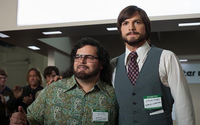 Steve Jobs y Steve Wozniak en la película de JOBS