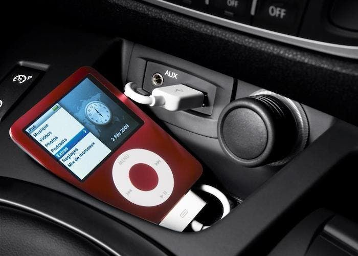 Formas de escuchar la m sica de nuestro iphone en el coche - Instalar puerto usb en coche ...